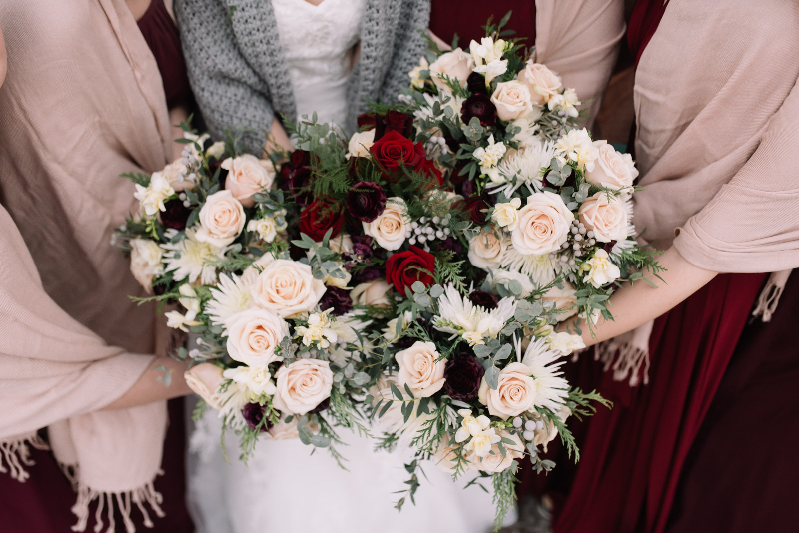 cedar rapids winter wedding bridal bouquets