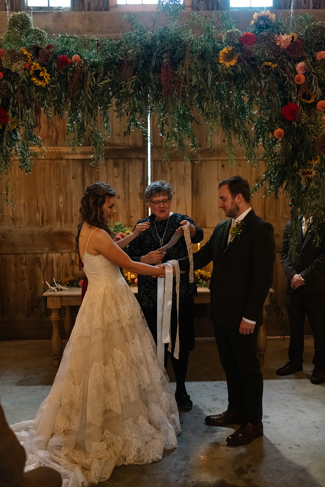 knot ceremony at the barn iowa fall wedding