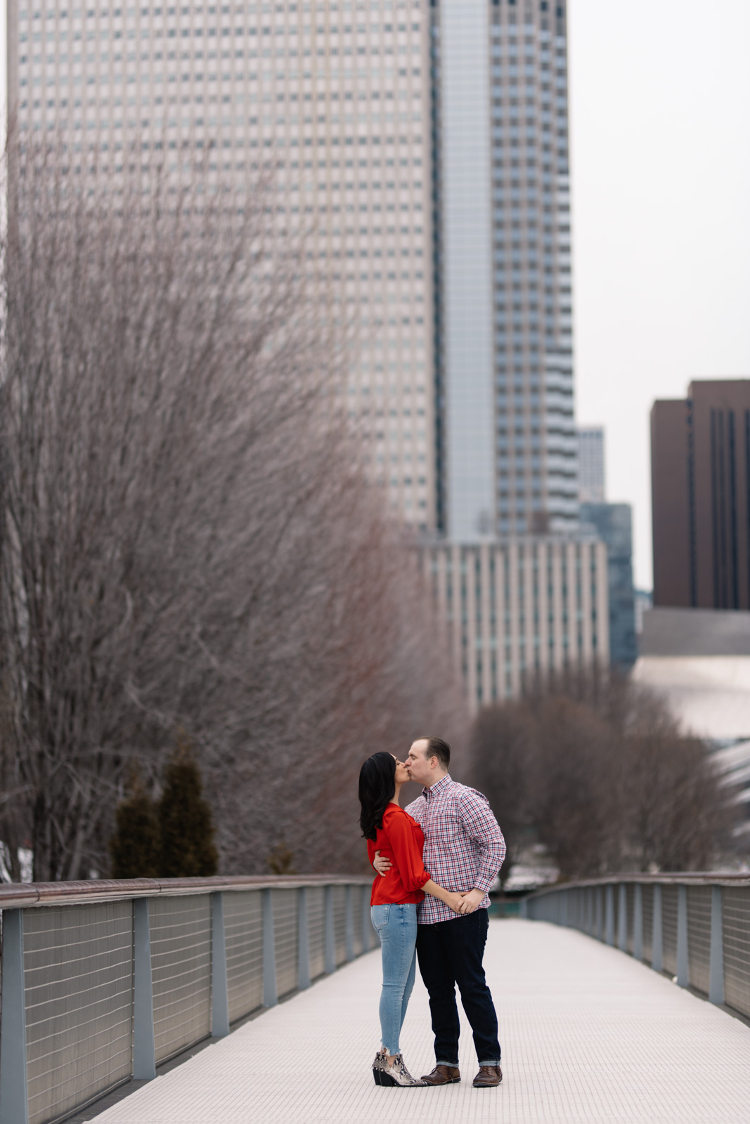 couple kissing chicago engagement