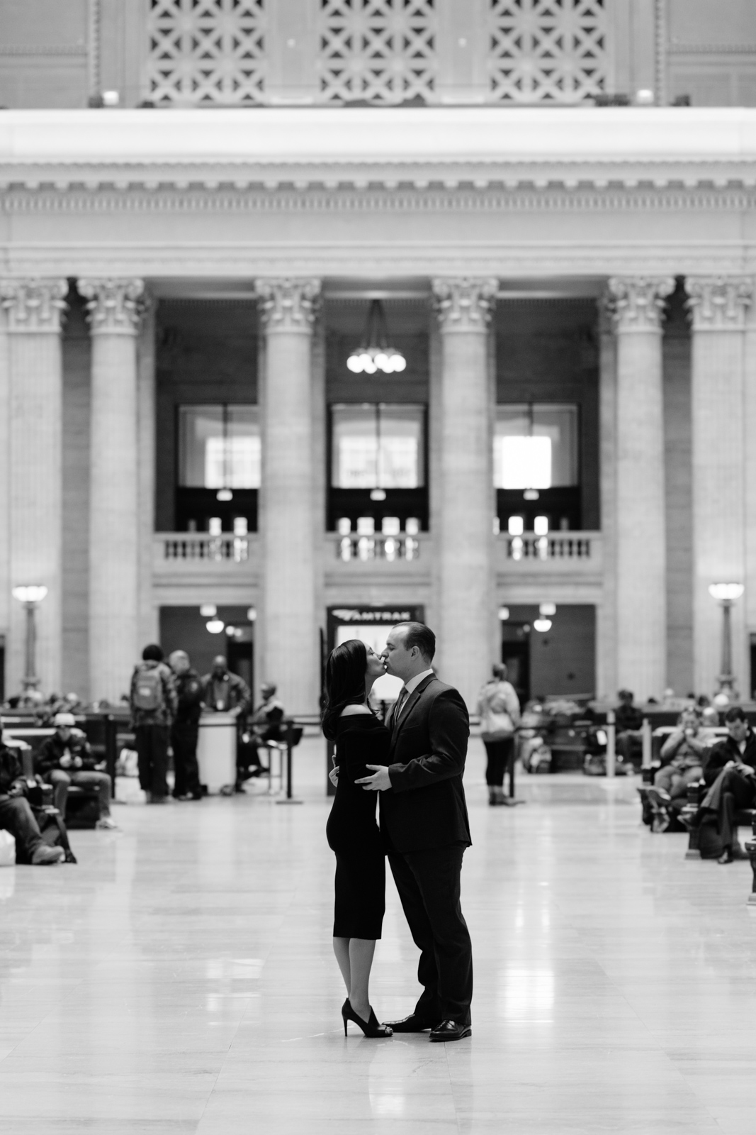 couple kissing in chicago union station