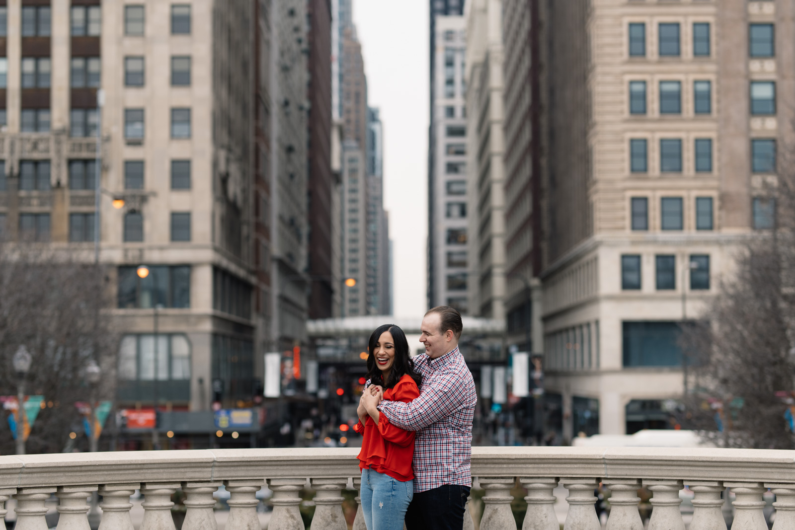 couple cuddling downtown chicago engagement