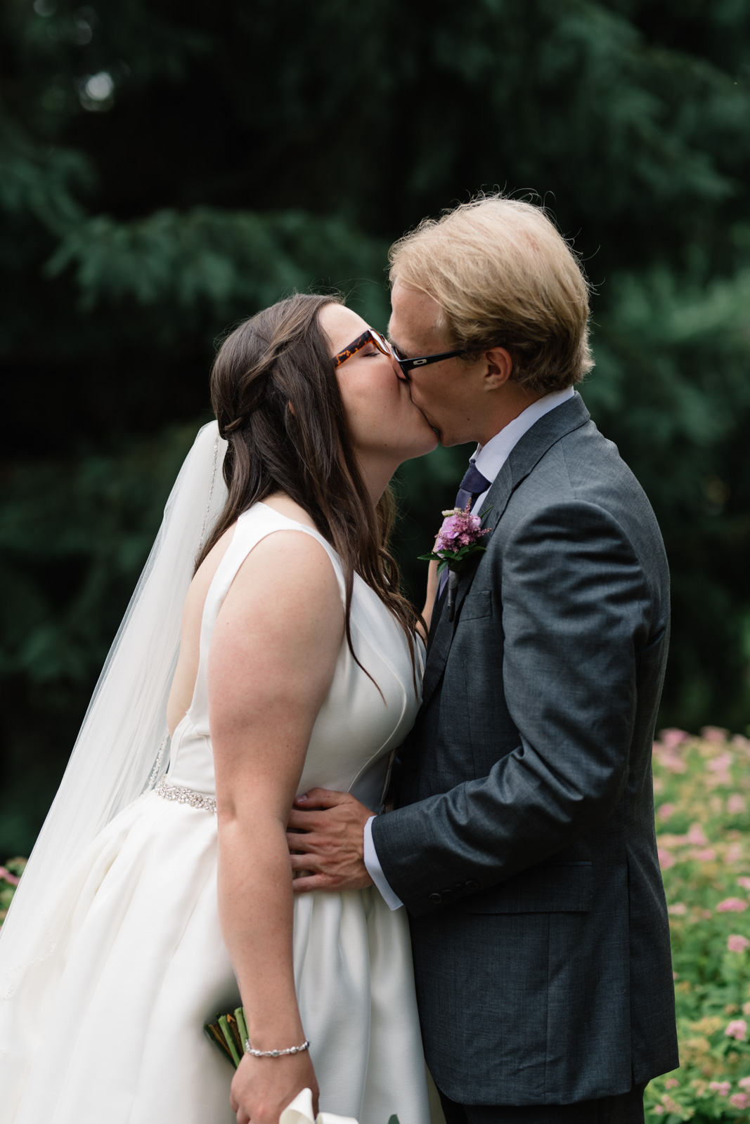 bride and groom kissing waverly college