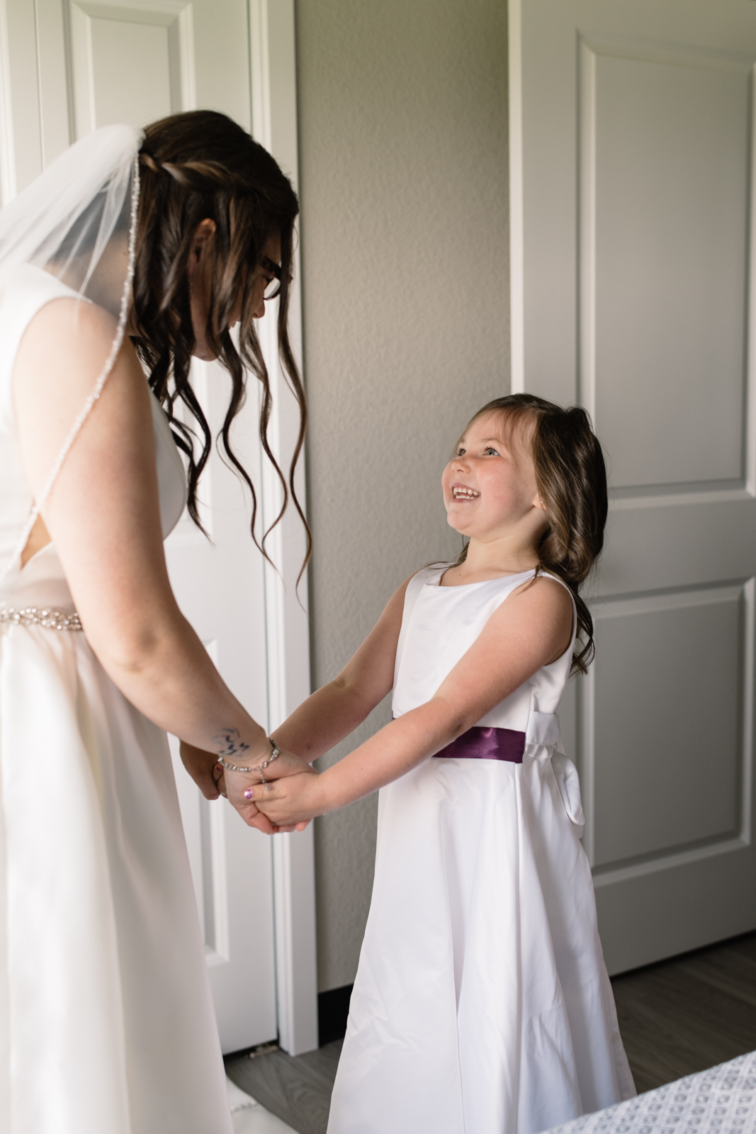 flower girl smiling at the bride
