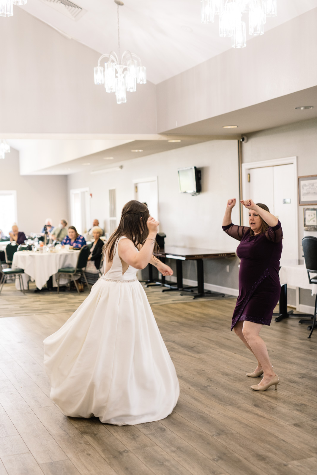 mom and bride chicken nugget song dance