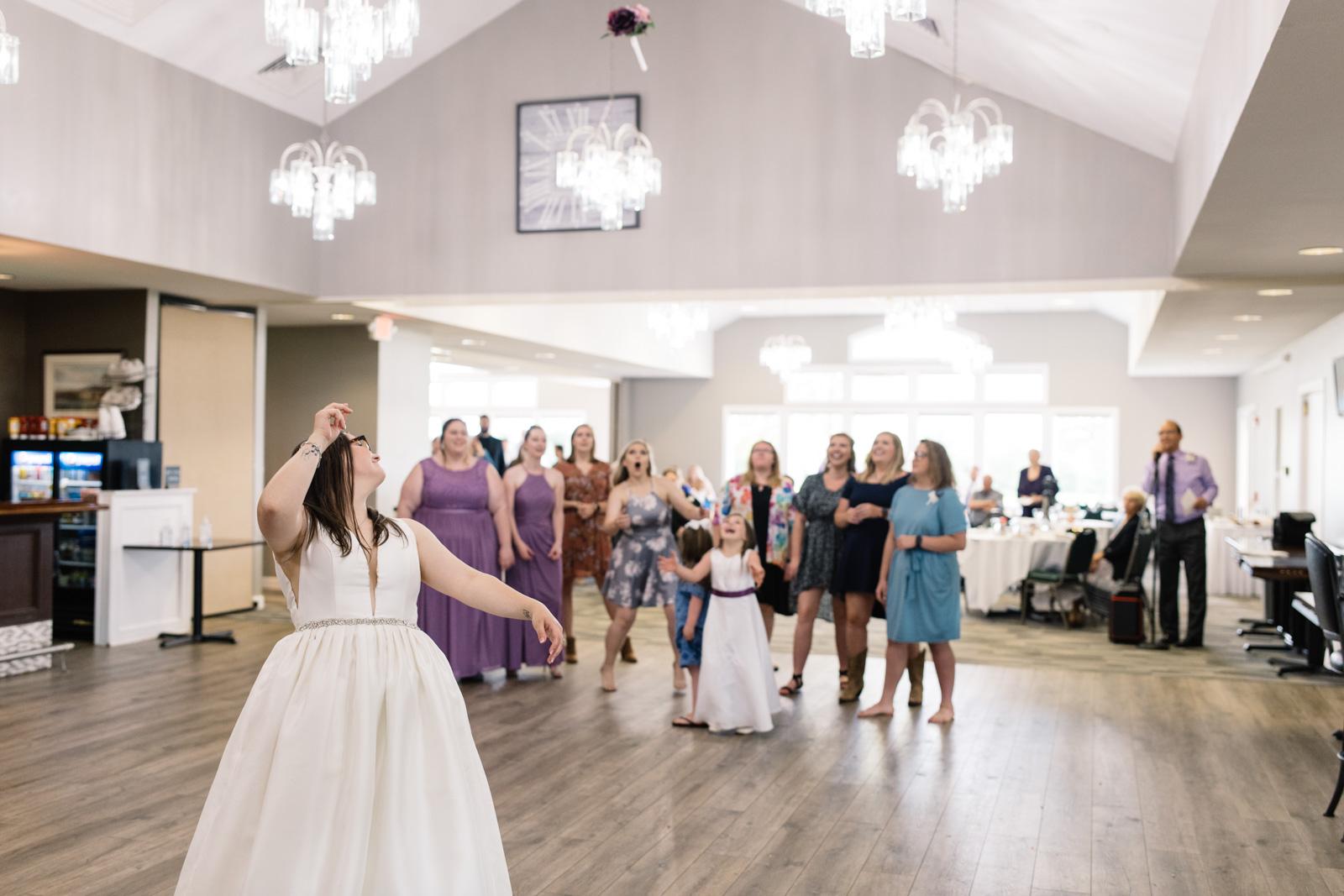 bouquet toss fox ridge golf course wedding reception