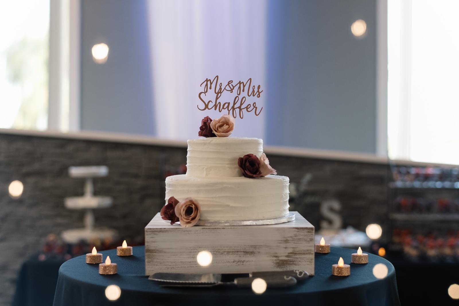 wedding cake at epic event center cedar rapids wedding venue